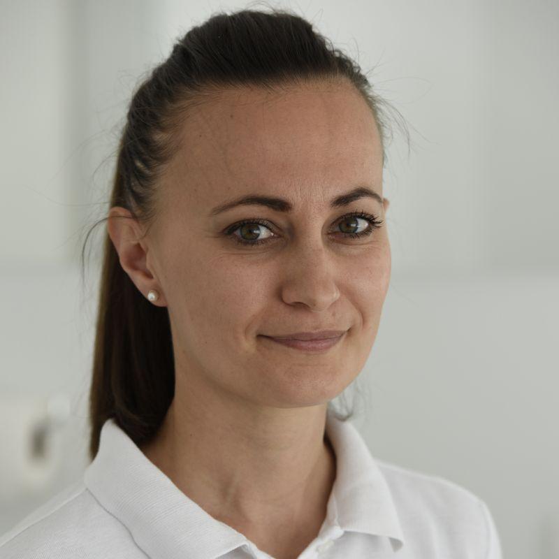 Dr.med.dent Dina Bursać